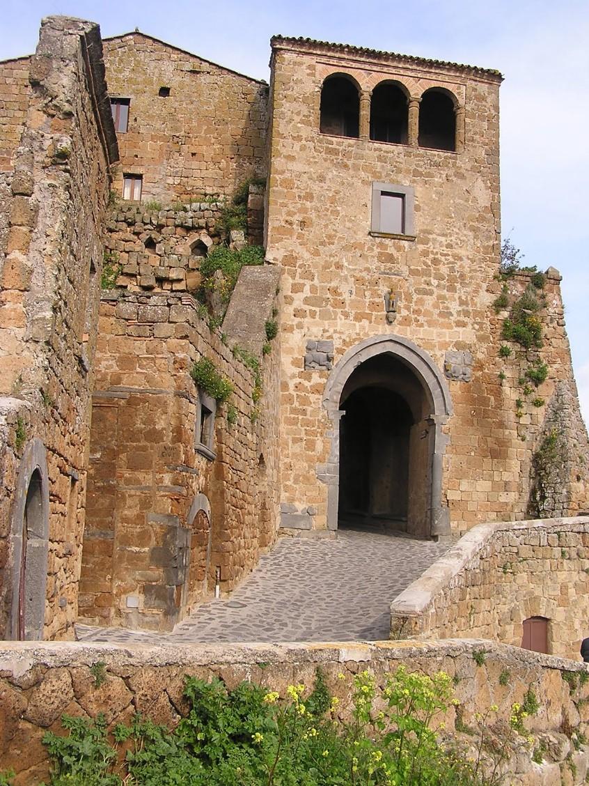 civita_di_bagnoregio_-_01-porta_santa_maria