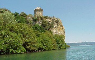 """Esperimenti architettonici sull' isola Bisentina: la """"Rocchina"""" di Antonio da Sangallo il Giovane."""