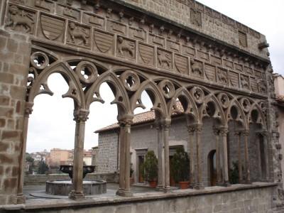 Viterbo : negli affreschi al Palazzo dei Priori le Processioni alla Madonna della Quercia per calamità naturali.