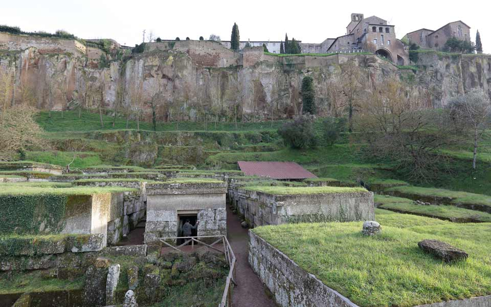 A tour of Orvieto and its surrounding area to discover traces of the Etruscan civilisation.